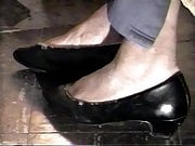 In Shoe Toe Wiggling These pumps are filled with Cum Pt 2