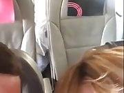 Follando en el avion a la vista de todos