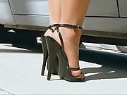 SEXYS FEETS IN HIGH HEELS AND NYLON